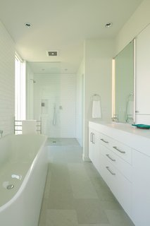 What's the Best Way to Save Space in a Small Bathroom? - Photo 9 of 14 -