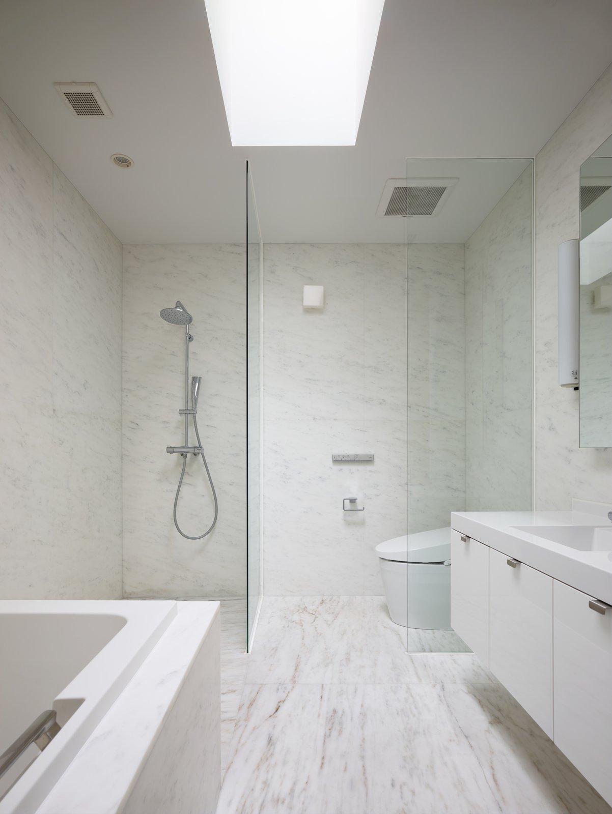 Bath Room and Marble Floor  House on Ikema Island by 1100 Architect