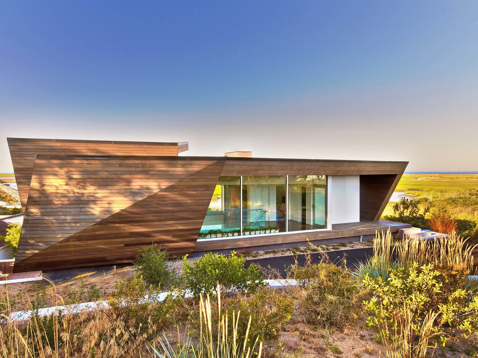 Gardens, Walkways, Exterior, House Building Type, and Wood Siding Material  Cape Cod - Beach House by Hariri & Hariri Architecture