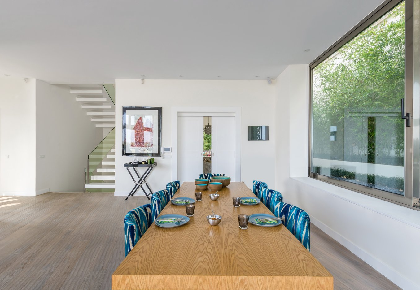 Dining Room, Chair, and Table  Lavasan Villa by Hariri & Hariri Architecture