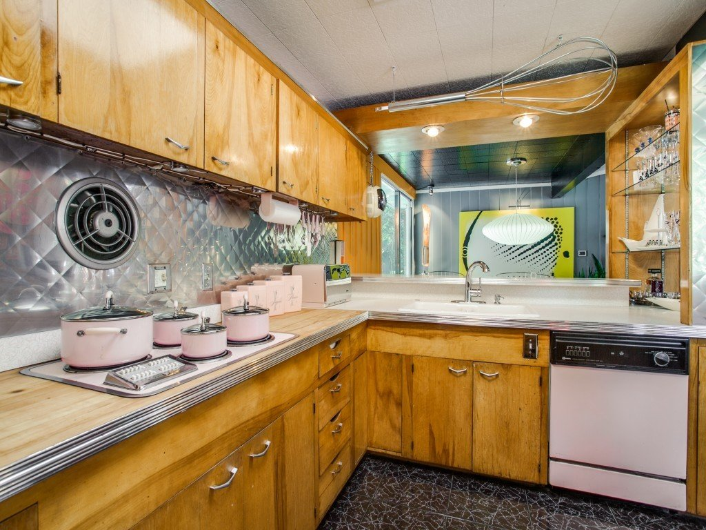Kitchen, Metal Backsplashe, Dishwasher, Cooktops, and Drop In Sink  Candy-Colored Mid-Century Modern Throwback