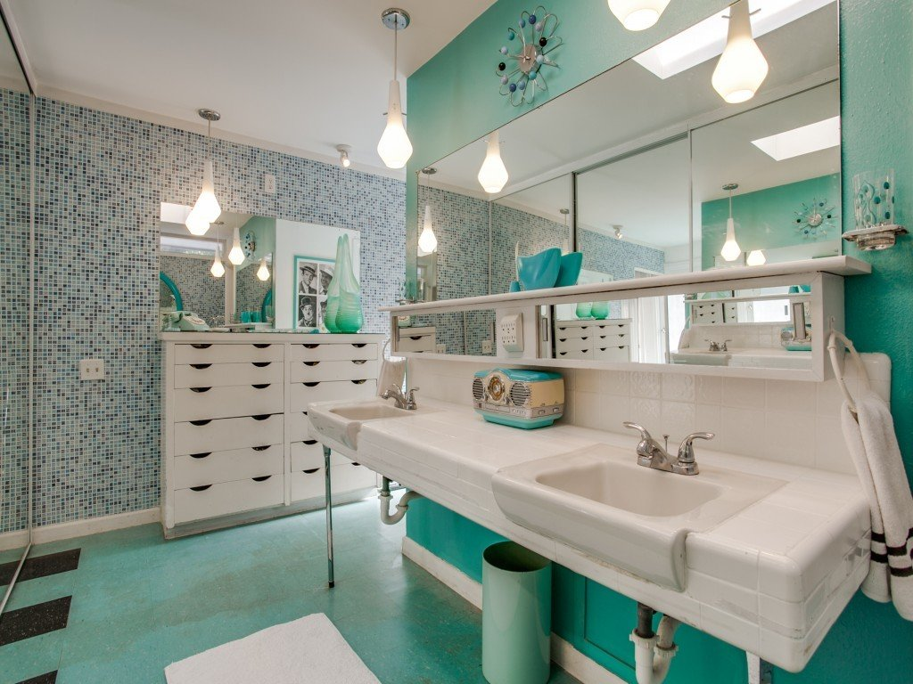 Bath Room, Wall Mount Sink, Pendant Lighting, Linoleum Floor, and Mosaic Tile Wall  Candy-Colored Mid-Century Modern Throwback