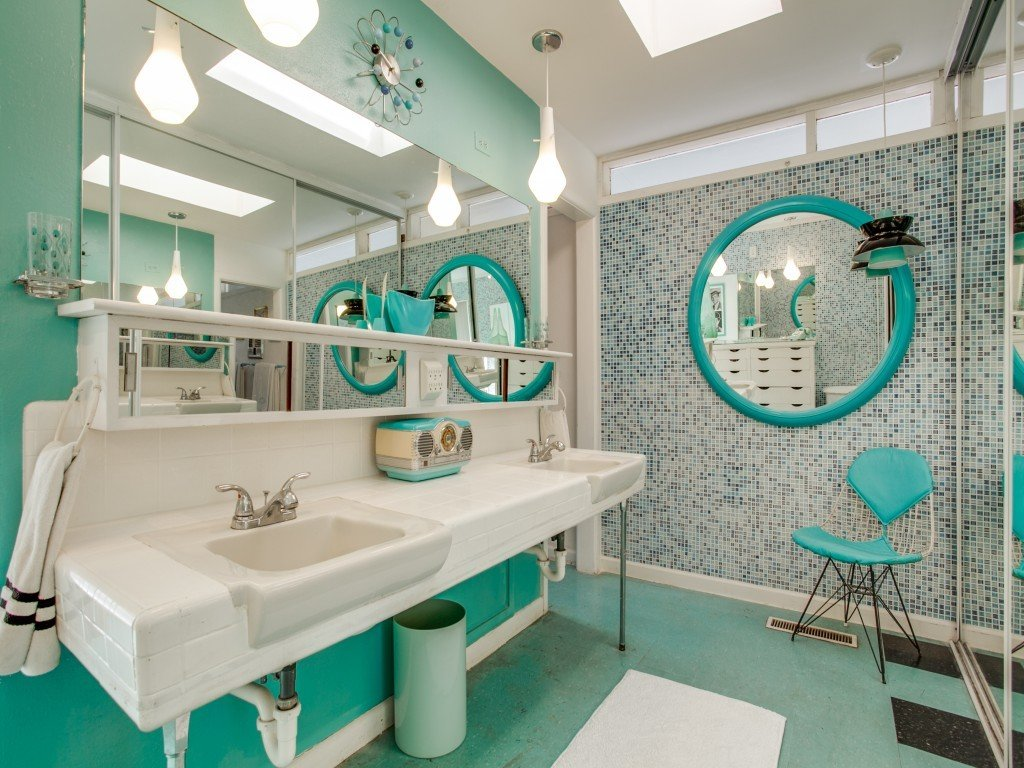 Bath Room, Linoleum Floor, Pendant Lighting, Wall Mount Sink, and Mosaic Tile Wall  Candy-Colored Mid-Century Modern Throwback