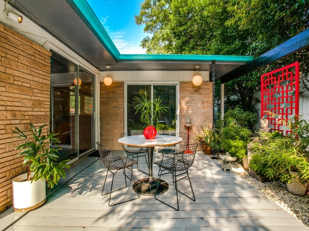 Outdoor, Side Yard, Small Patio, Porch, Deck, Shrubs, and Wood Patio, Porch, Deck  Candy-Colored Mid-Century Modern Throwback