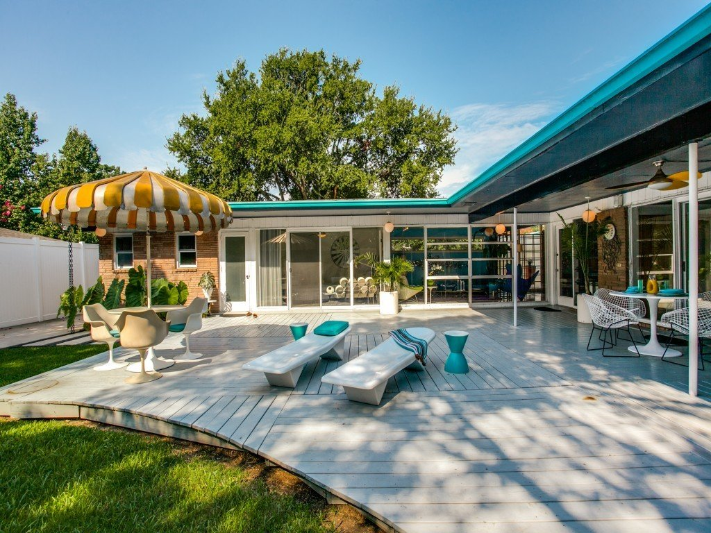 Outdoor, Trees, Back Yard, Large Patio, Porch, Deck, and Wood Patio, Porch, Deck  Candy-Colored Mid-Century Modern Throwback