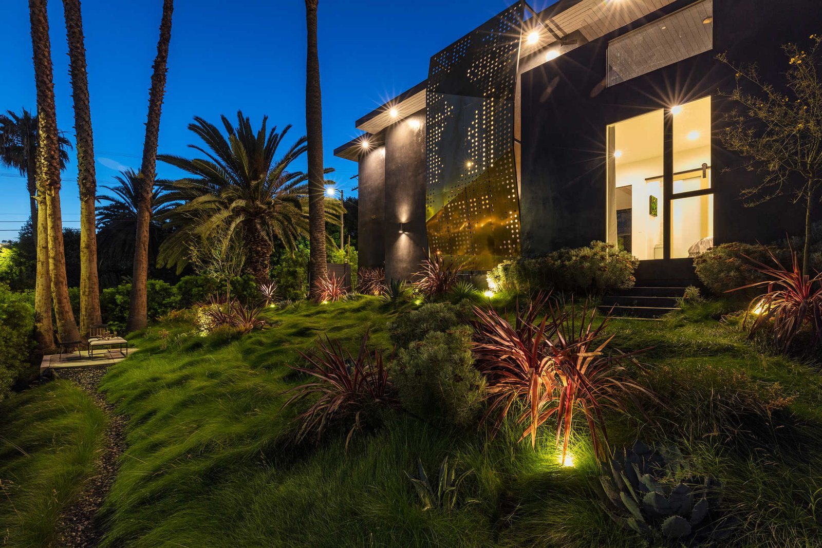 Outdoor, Gardens, Slope, Front Yard, Trees, Walkways, and Grass  Italian Modernist Home