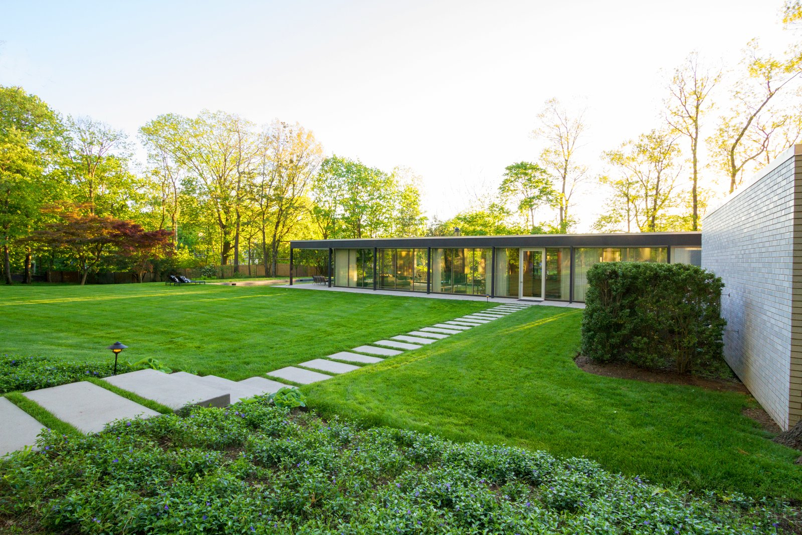 House Building Type, Outdoor, and Side Yard  Briarcliff Manor