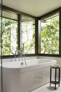 40 Modern Bathtubs That Soak In the View - Photo 12 of 40 - Madison Park
