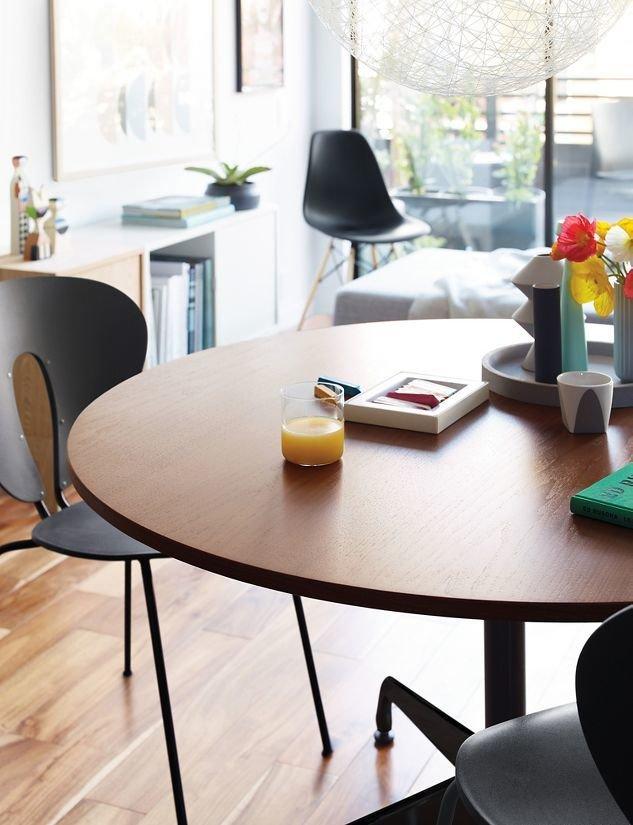 Attirant Eames Round Segmented Table