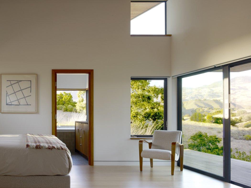Bedroom  Santa Ynez House by Fernau & Hartman Architects