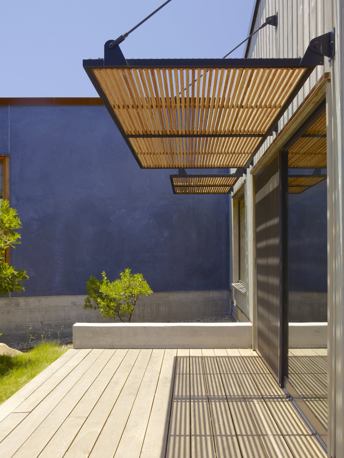 Outdoor  Santa Ynez House by Fernau & Hartman Architects