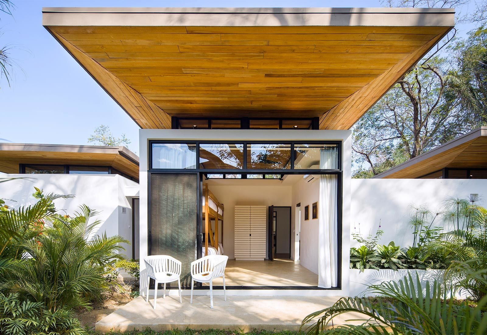 Outdoor, Back Yard, Trees, Grass, and Gardens  Nalu by Studio Saxe