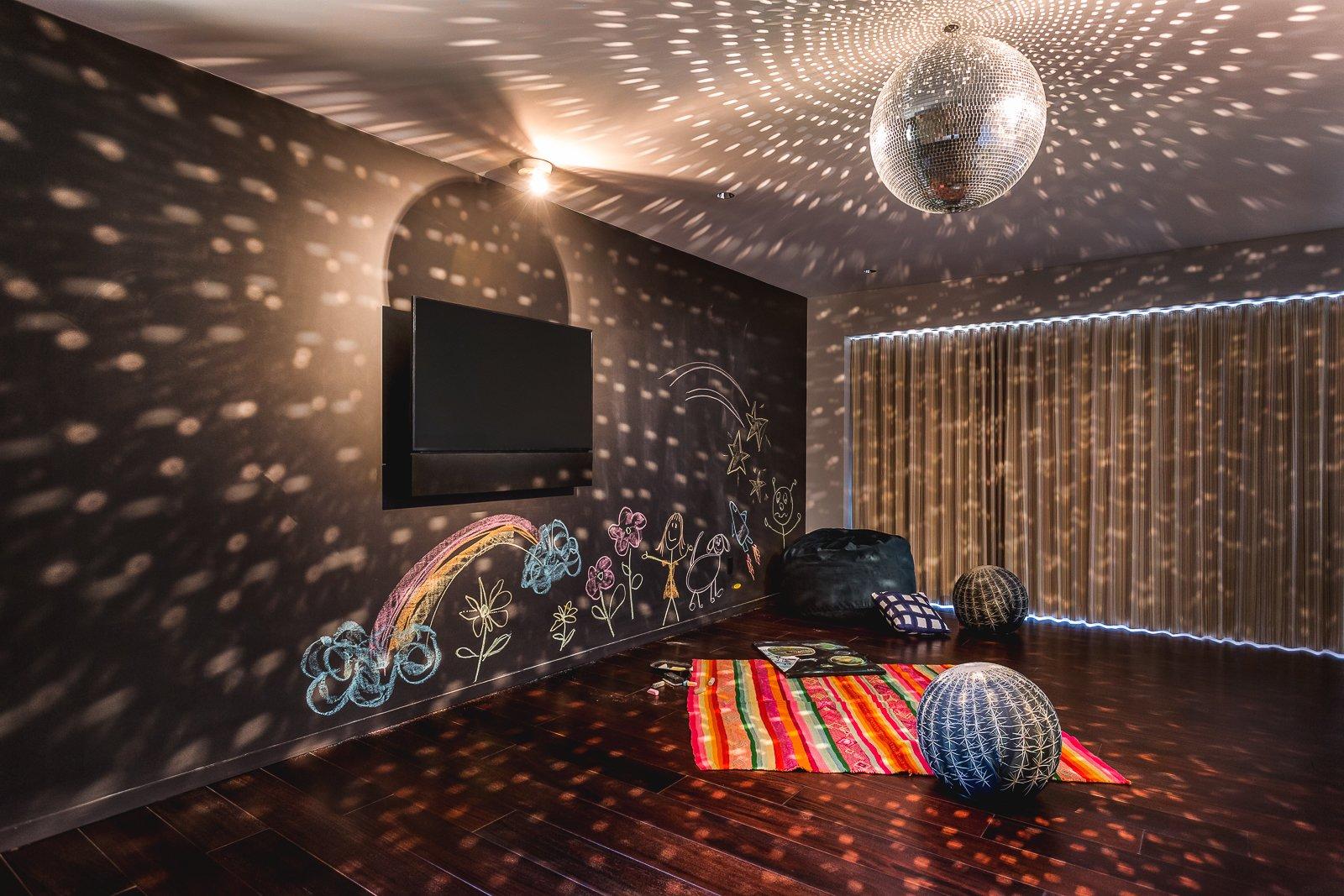 Kids Room, Dark Hardwood Floor, Toddler Age, Pre-Teen Age, Teen Age, Neutral Gender, Boy Gender, and Girl Gender  Hope Ranch Residence by Blackbird Architects