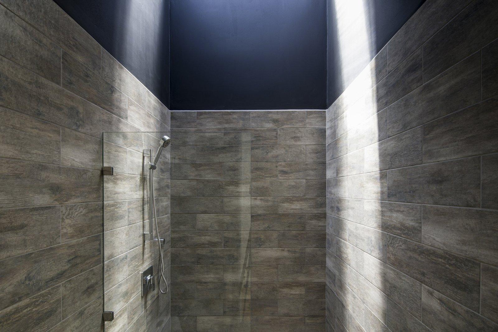Bath Room, Porcelain Tile Floor, Porcelain Tile Wall, Corner Shower, and Open Shower  Casa Ching by MG design studio