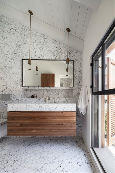 The Charm Townhouse - Master bathroom - cut to size 'Carrara Bianco' tiles intensifying the high ceiling