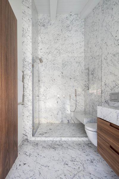 The Charm Townhouse - Master bathroom