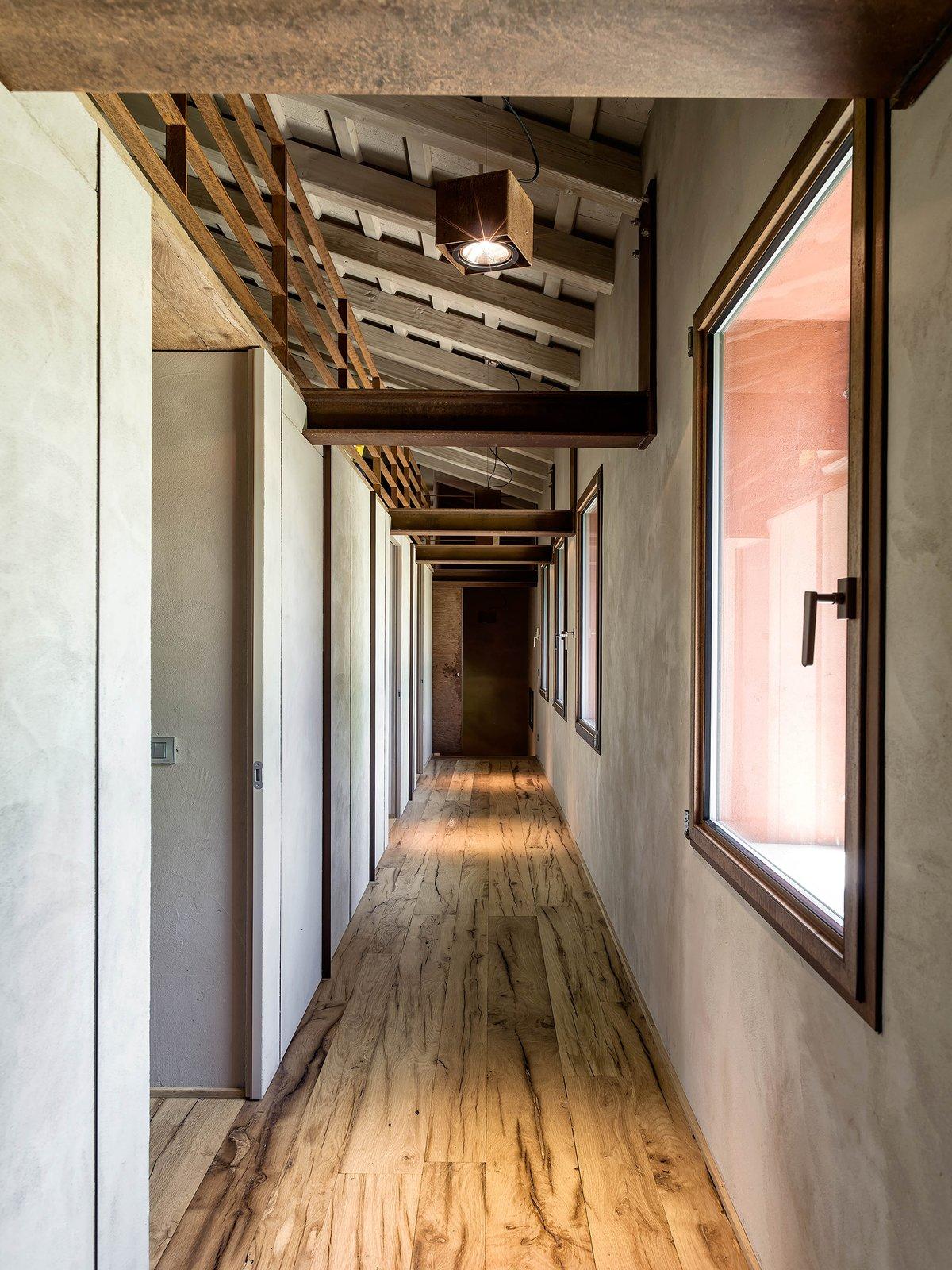 Hallway and Medium Hardwood Floor  Country House by zanon architetti associati