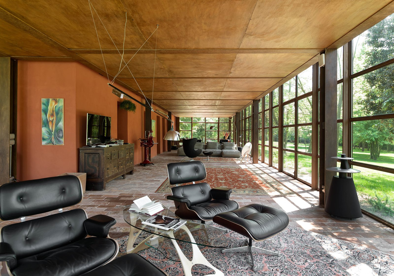 Living Room, Sofa, Ottomans, and Ceiling Lighting  Country House by zanon architetti associati