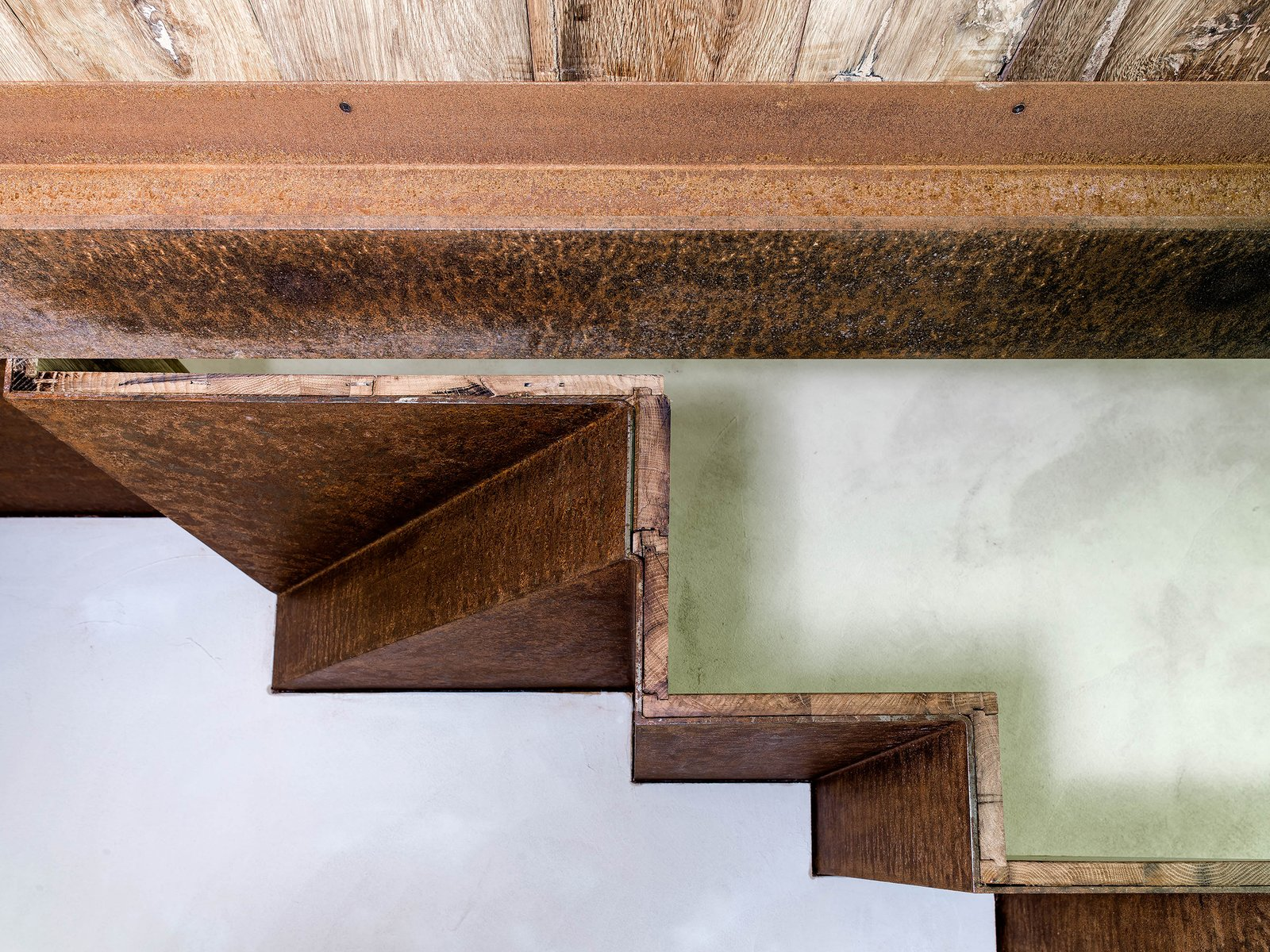 Staircase, Wood Tread, and Metal Tread  Country House by zanon architetti associati