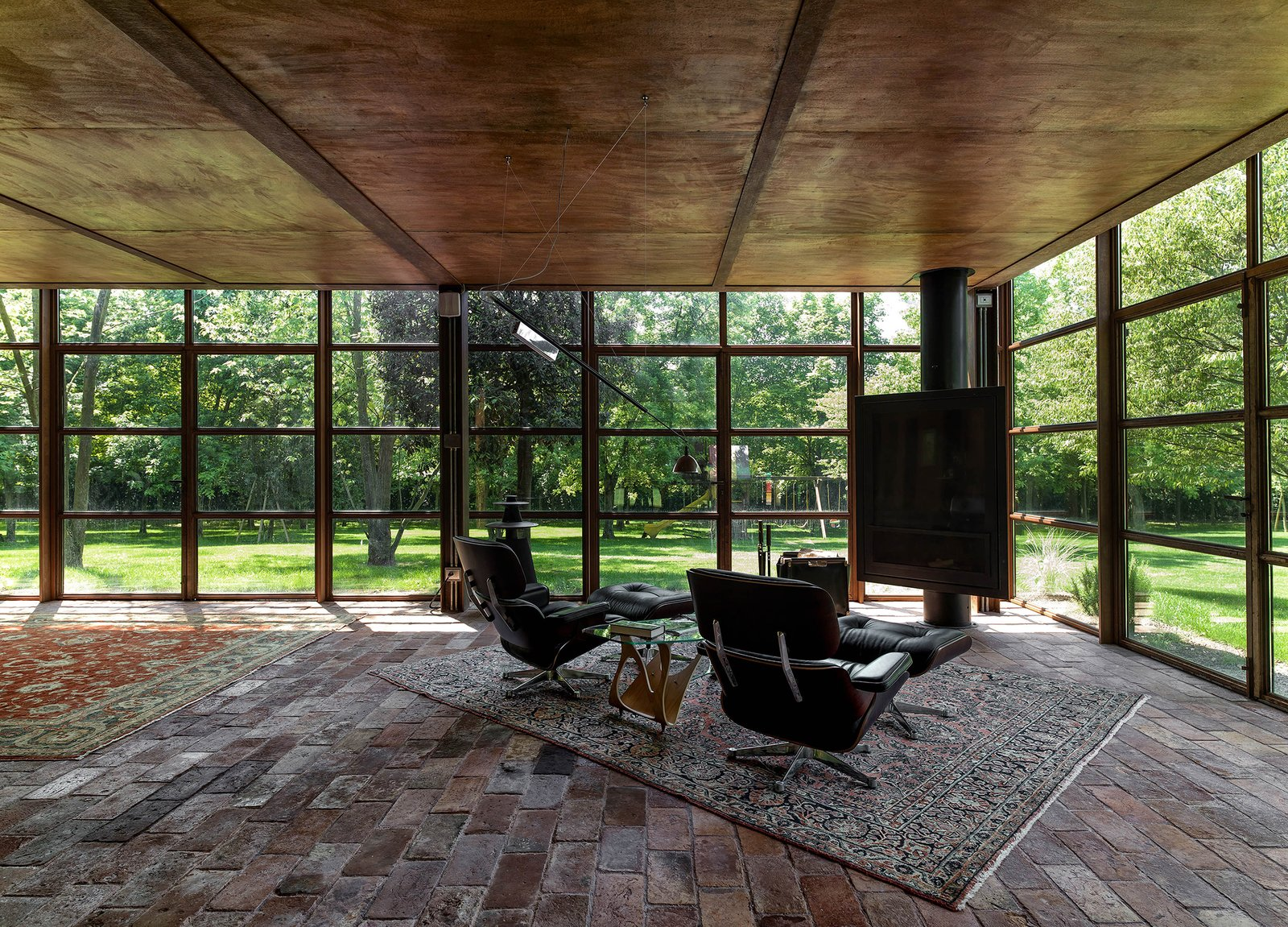 Living Room, Ottomans, and Floor Lighting  Country House by zanon architetti associati