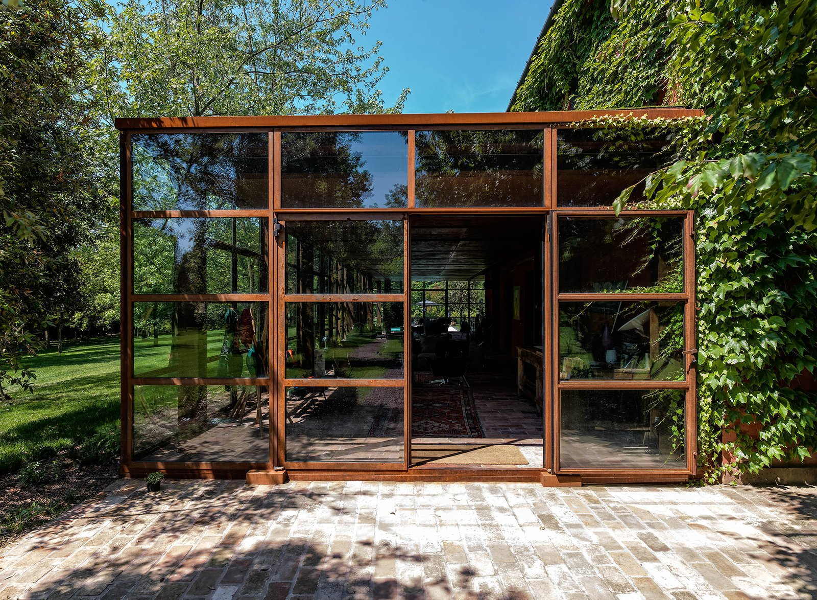 Outdoor, Garden, Gardens, Walkways, Metal Patio, Porch, Deck, and Large Patio, Porch, Deck  Country House by zanon architetti associati