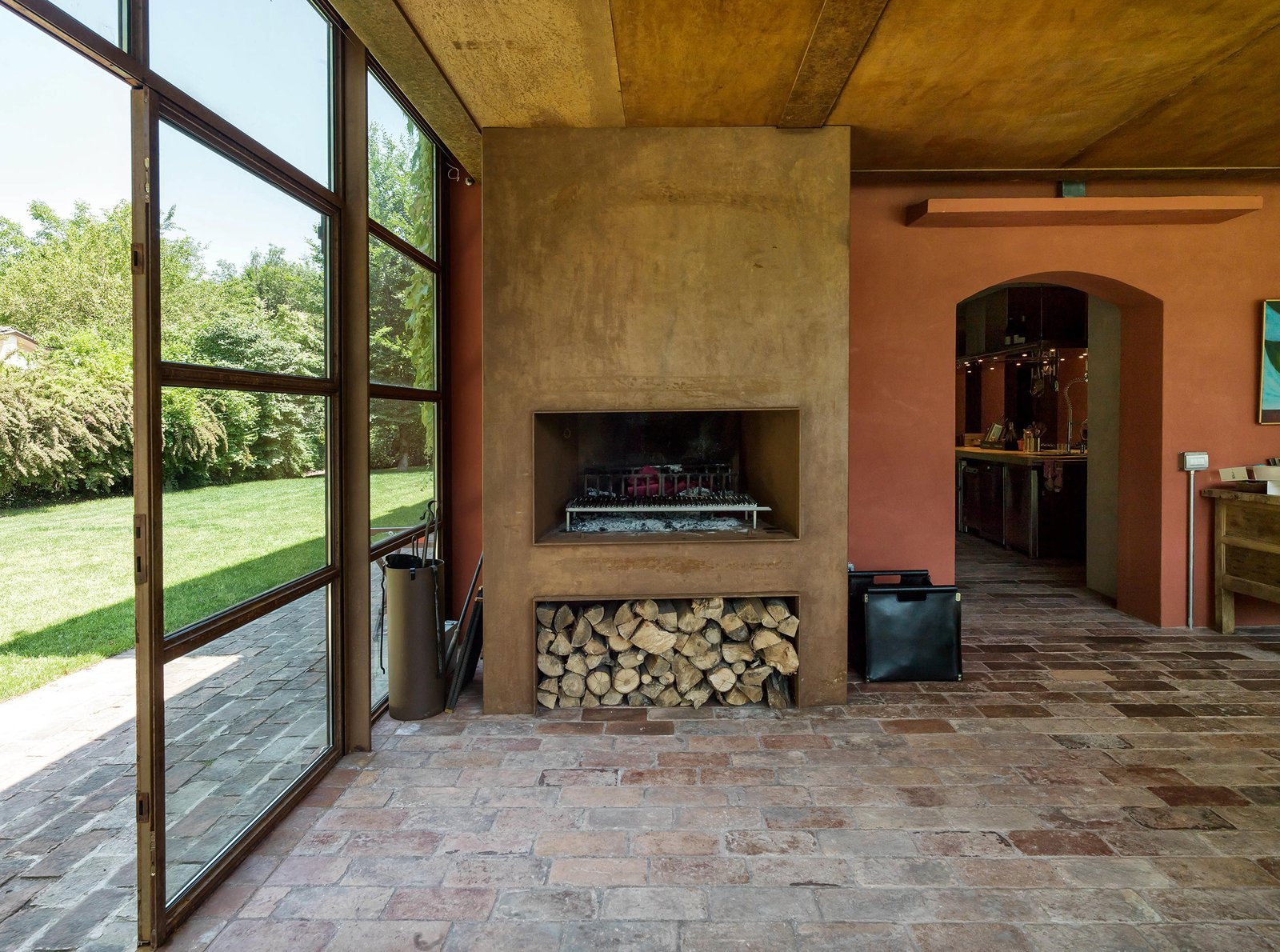 Living Room and Standard Layout Fireplace  Country House by zanon architetti associati