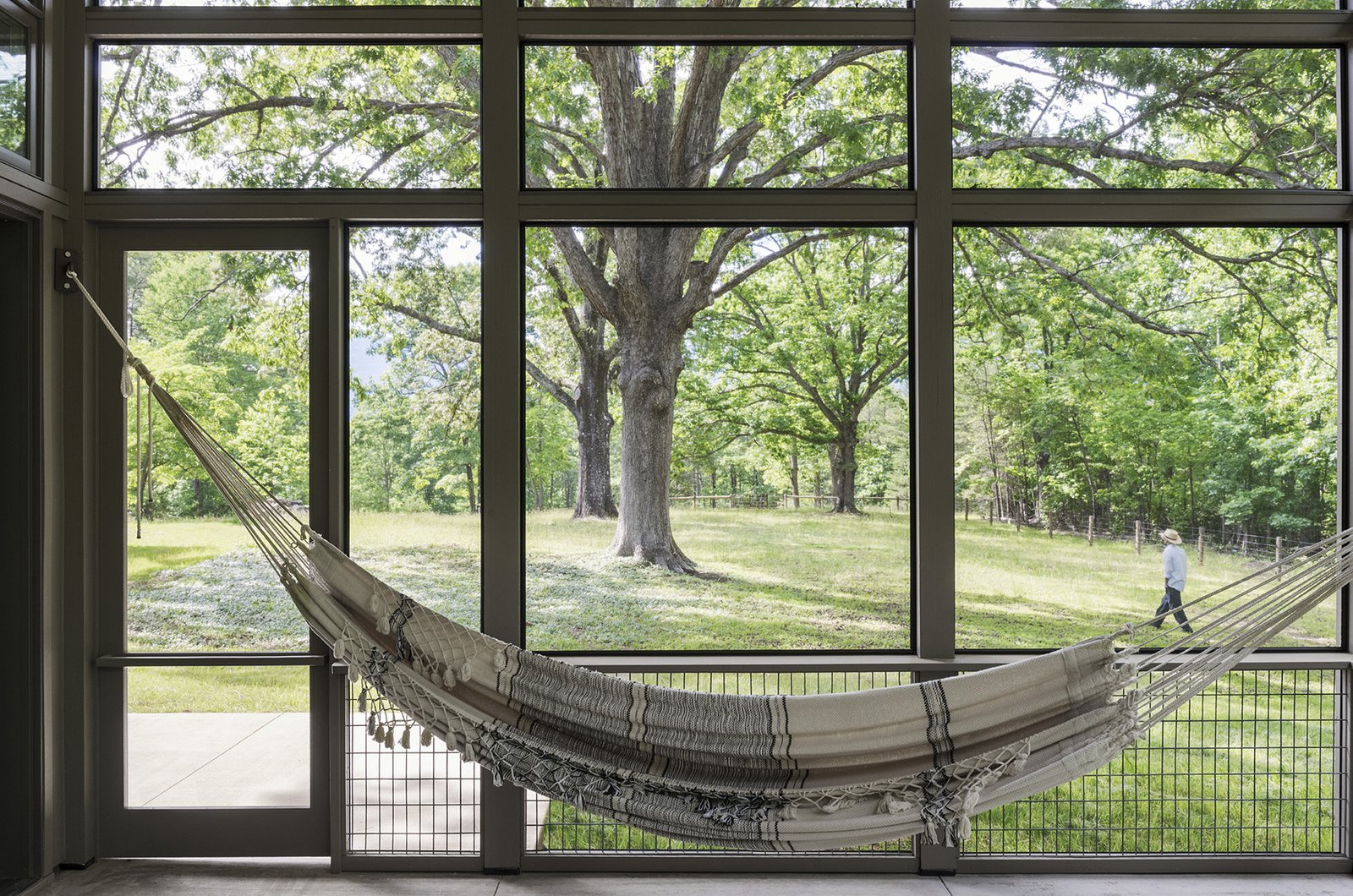 Outdoor, Large Patio, Porch, Deck, Trees, and Side Yard  The Hammock House by Samsel Architects