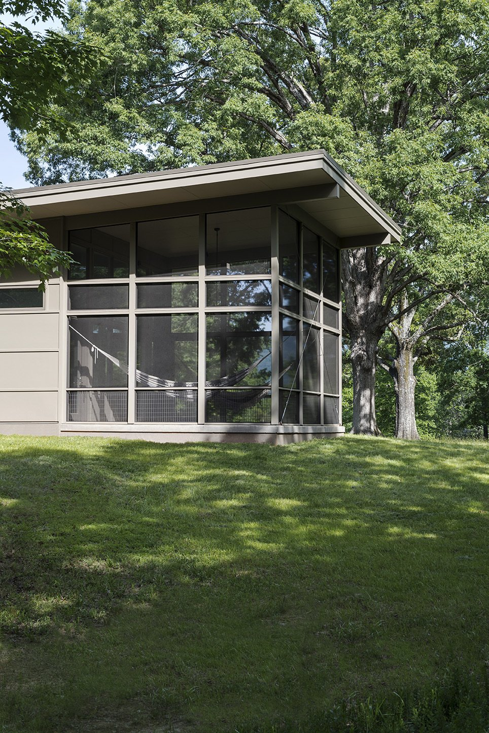Outdoor, Side Yard, Trees, and Grass  The Hammock House by Samsel Architects