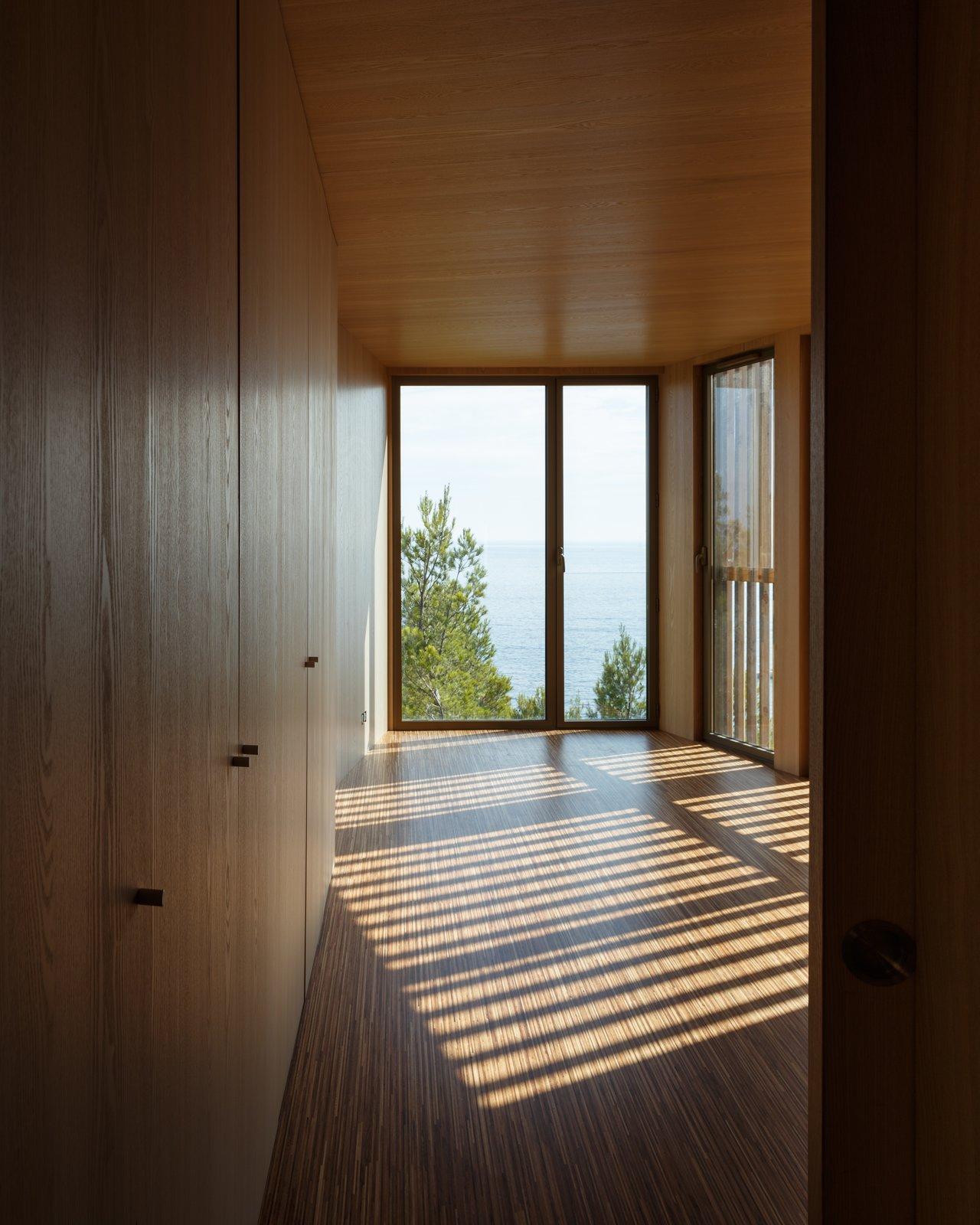 Bedroom and Medium Hardwood Floor  The KGET in Marseille