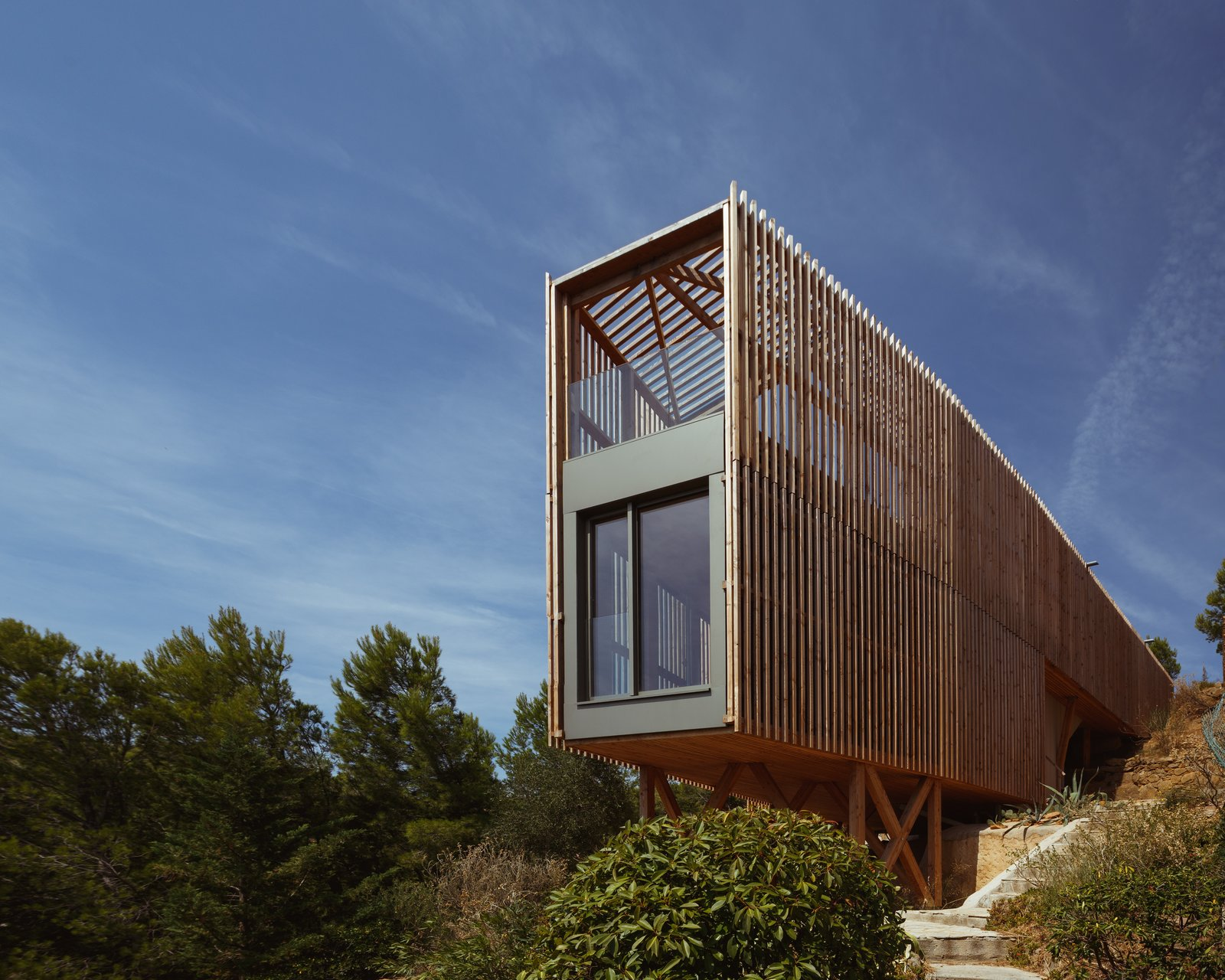 Exterior, House Building Type, and Wood Siding Material  The KGET in Marseille