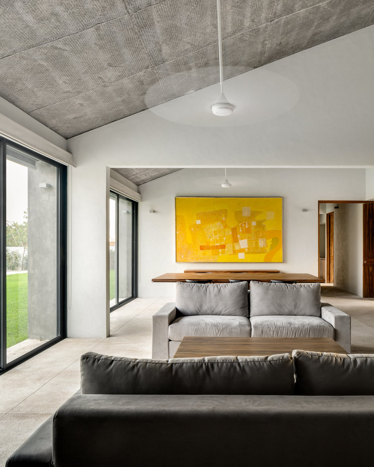Living Room, Sofa, and Wall Lighting  Casa Paraíso Country Club by DCPP