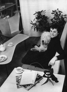 Florence Schust met and married German furniture maker Hans Knoll in New York. Their professional and personal lives were intertwined; even their Old English Sheepdog, Cartree, appeared in advertisements for the company.