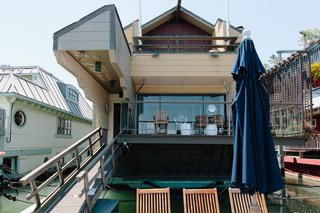 Located in Sausalito, California, known for its quaint houseboat community, this three-story floating home from the 1970s incorporates Japanese design details like sliding paper walls and tatami mats. The home, built by master carpenter Forbes Thor Kiddoo, was constructed using traditional Japanese joinery techniques.