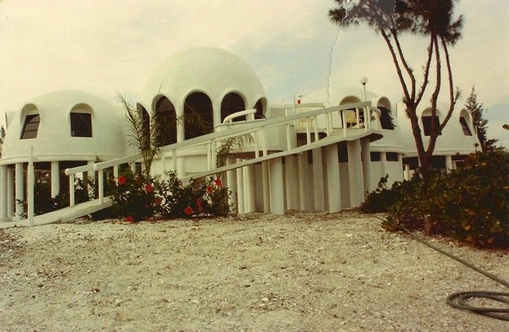 Exterior, Dome RoofLine, and Beach House Building Type  Photo 3 of 12 in Discover Florida's Mysterious Dome Home Before It Sinks Into the Sea