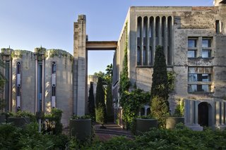 The exterior of Ricardo Bofill Taller de Arquitectura's headquarters features rugged concrete and climbing greenery.