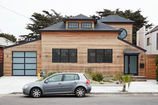 This Beachside Pad in San Francisco Is the Stuff of Surfers' Dreams - Photo 1 of 9 -