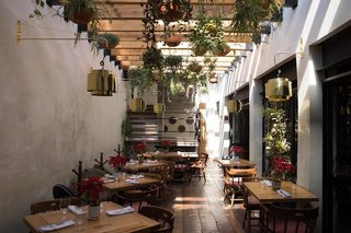 Sun-soaked dining at Mia Domenicca.