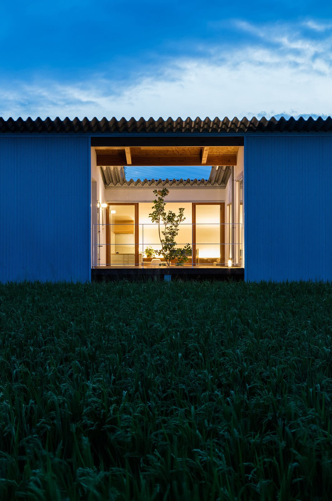 House in Mita by Horibe Associates
