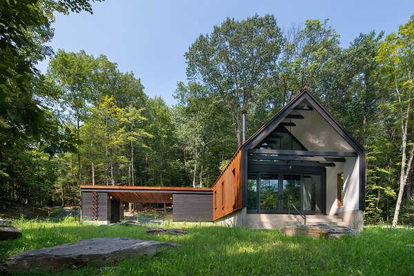 An Architect Builds a Quiet, Wabi-Sabi Weekend Cabin in New York