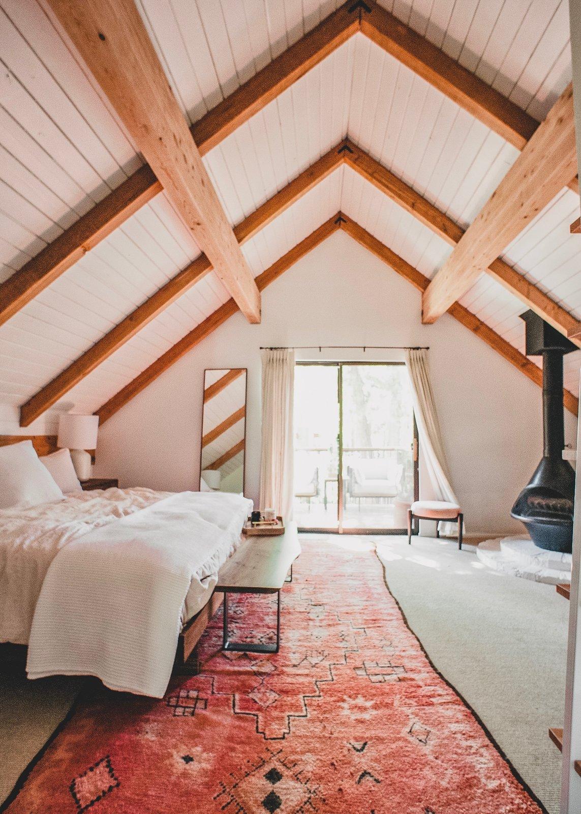 Kitchy Kitchen Founder Claire Thomas Takes Us Inside Her Retro Mountain Getaway