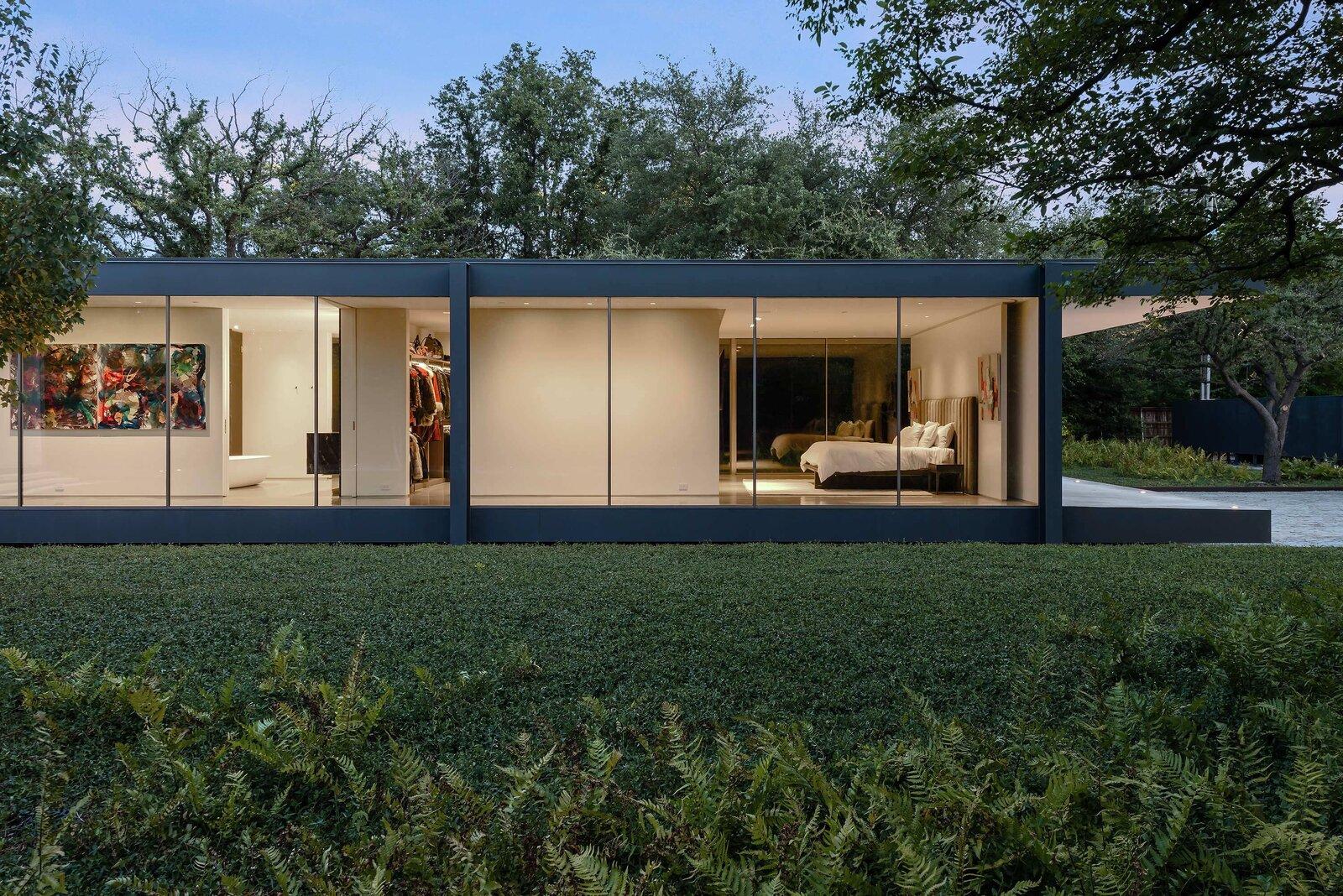 Photo 2 of 10 in A Farnsworth-Inspired Contemporary Home in Dallas Asks $7.9M