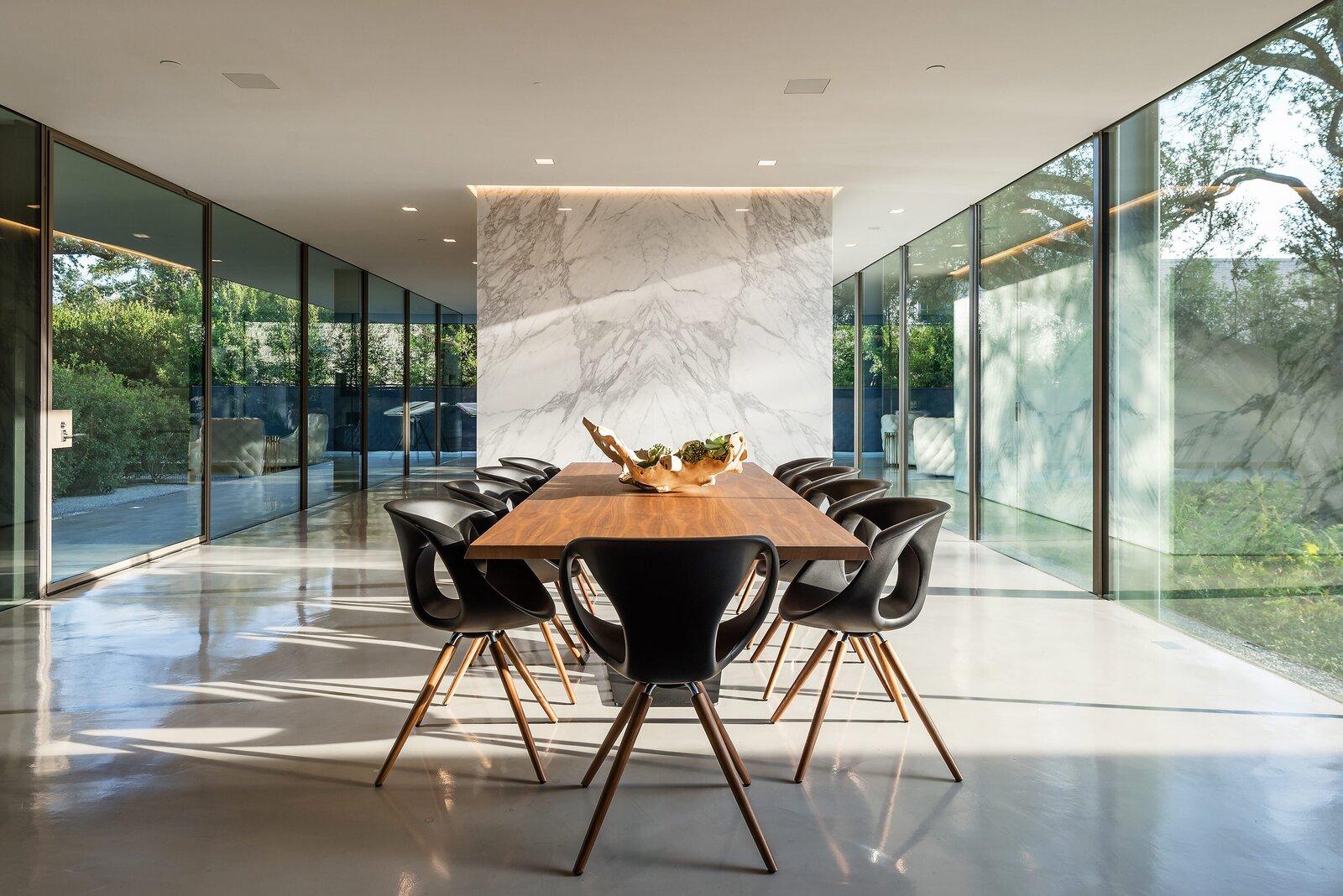 Photo 3 of 10 in A Farnsworth-Inspired Contemporary Home in Dallas Asks $7.9M