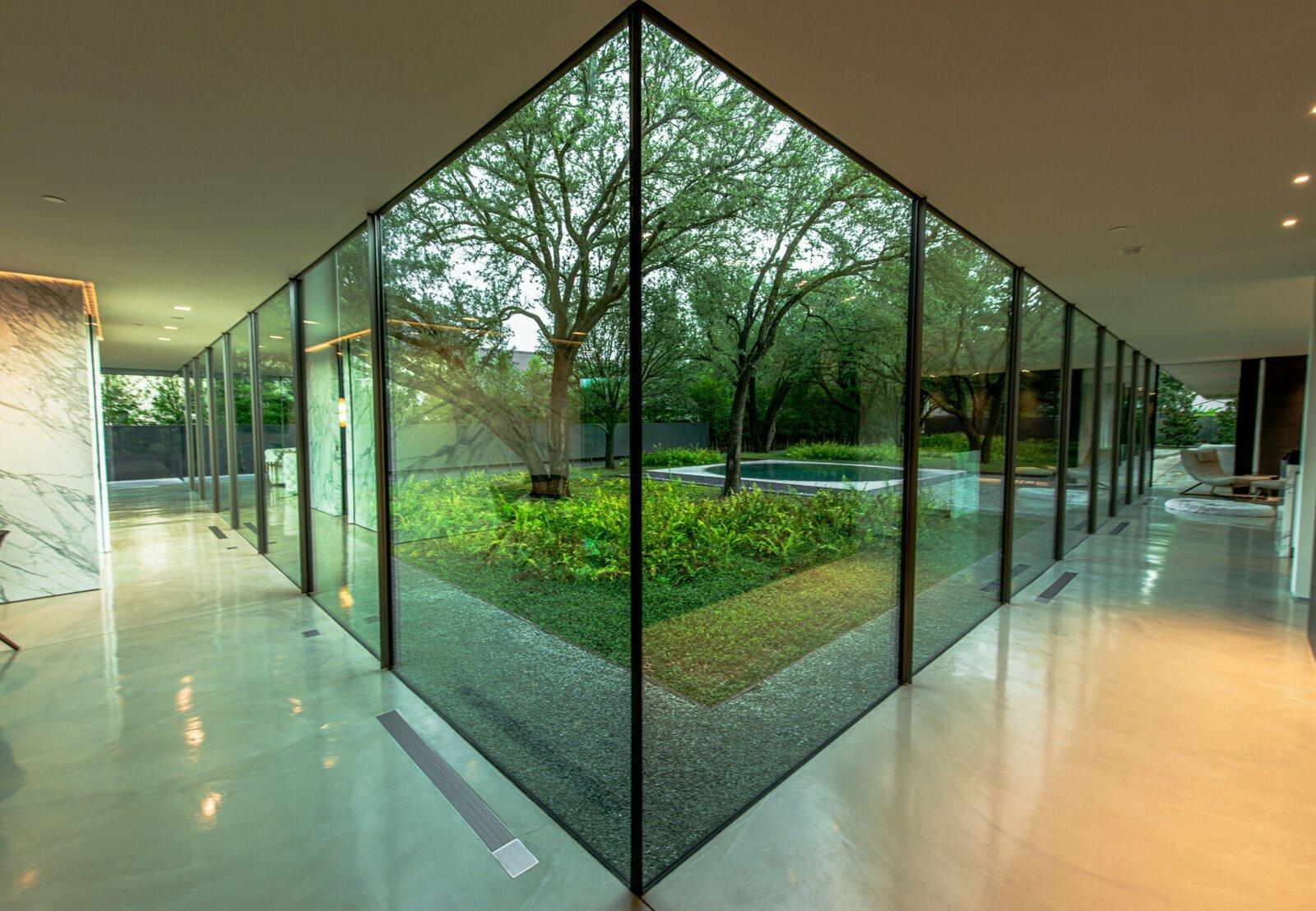Photo 4 of 10 in A Farnsworth-Inspired Contemporary Home in Dallas Asks $7.9M