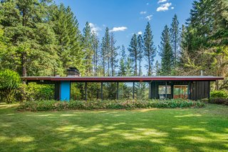 A Waterfront Washington Home Designed by a Renowned Spokane Architect Is Listed For $675K