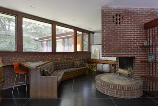 A Renovated Usonian Gem Shows Off Modern Organic Architecture - Photo 3 of 5 -