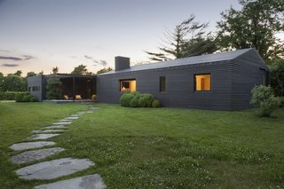 Top 5 Homes of the Week With Stunning Black, White, and Gray Facades - Photo 7 of 10 -