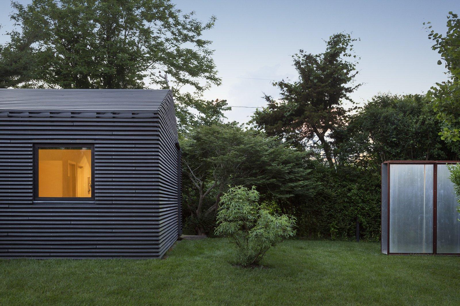 Black House by Oza Sabbeth Architects