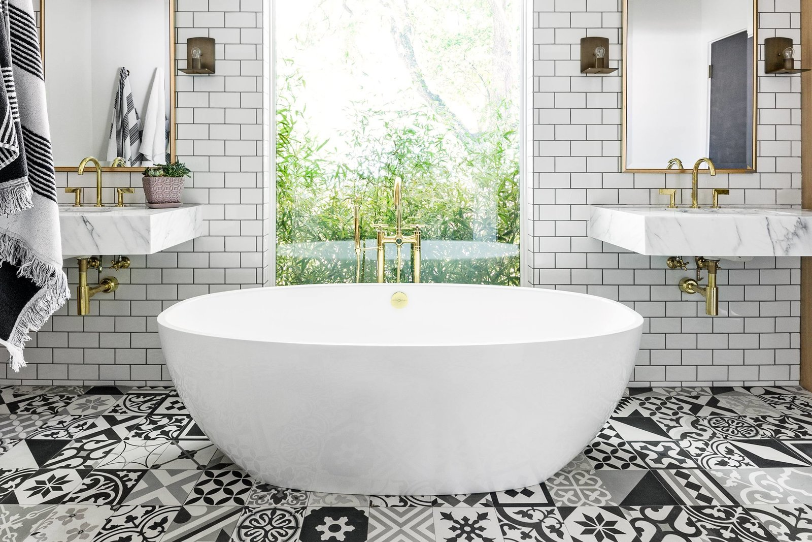 Bath Room, Subway Tile Wall, and Ceramic Tile Floor  Best Photos from interiors