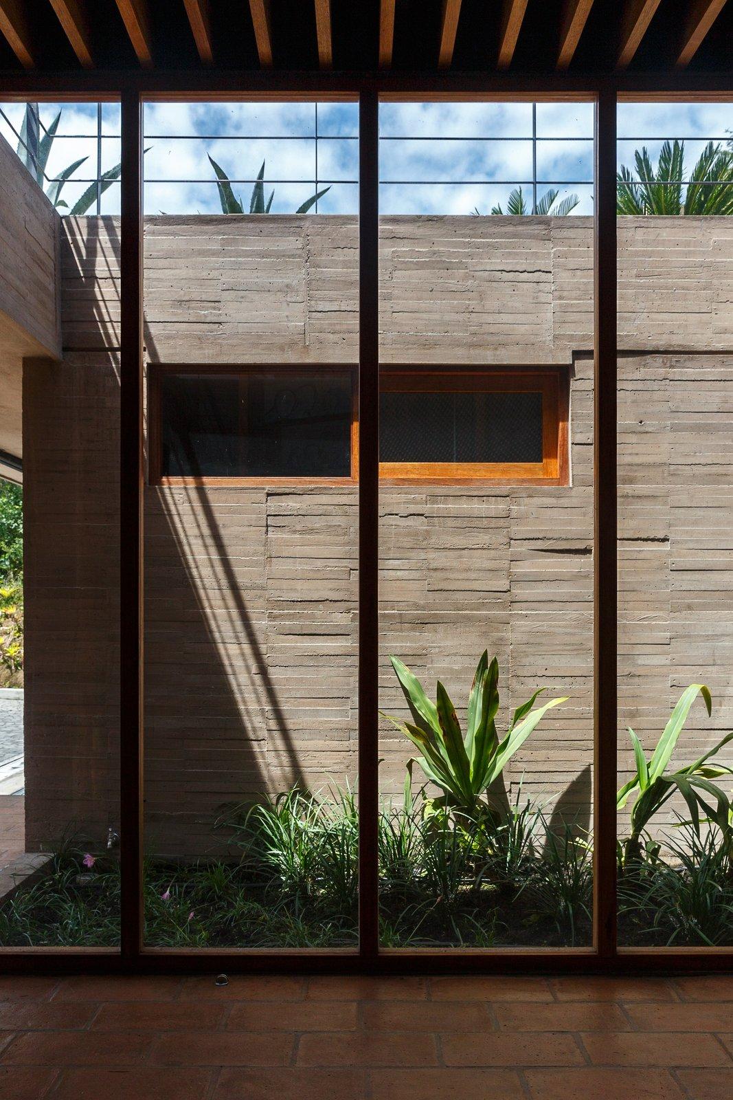 Hallway and Ceramic Tile Floor  La casa en la quebrada by DIEZ + MULLER ARQUITECTOS
