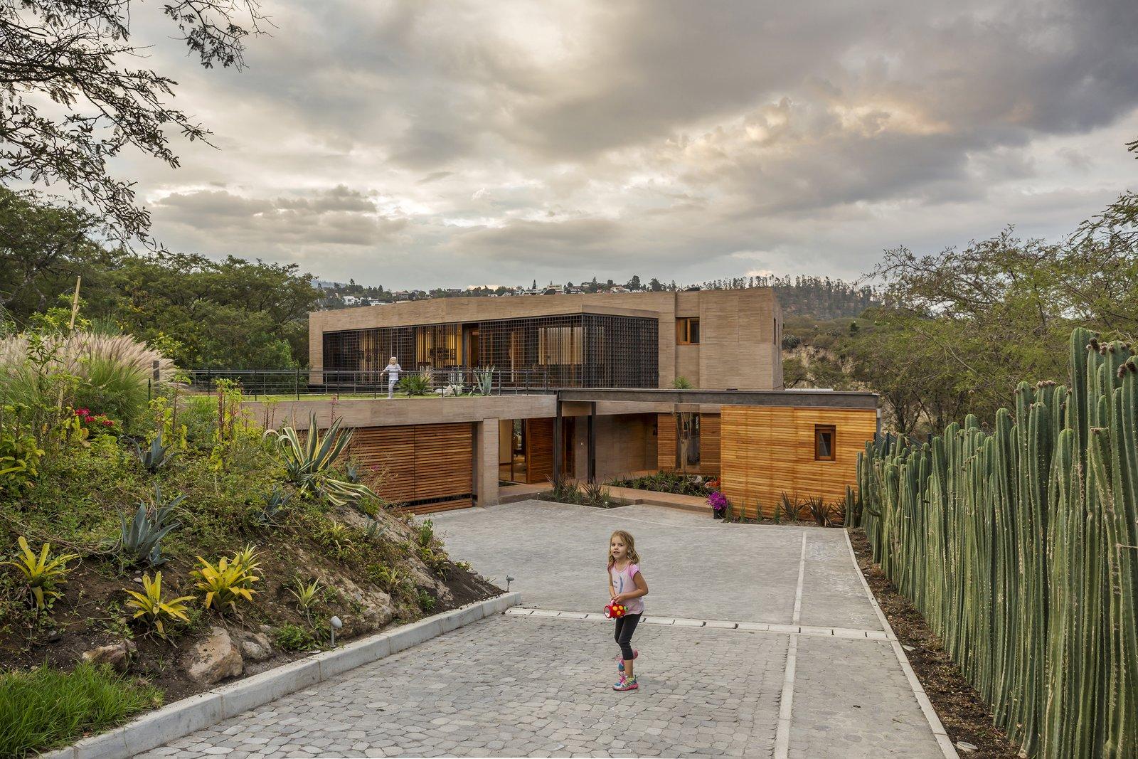 Exterior, House Building Type, Wood Siding Material, Concrete Siding Material, and Metal Siding Material  La casa en la quebrada by DIEZ + MULLER ARQUITECTOS